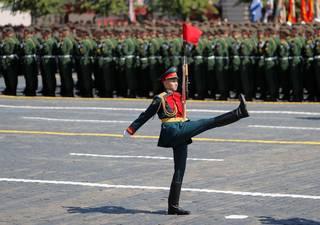 Komu na Rudém náměstí vzdával poctu velvyslanec Pivoňka