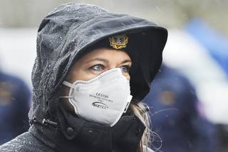 Respekt: Čína skupovala v Česku zdravotnický materiál