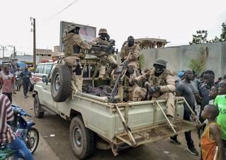 Čeští vojáci, ruské dezinformace. Převrat v Mali je nám blíž, než se zdá