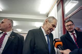 Zeman mlčí pro Lukašenku