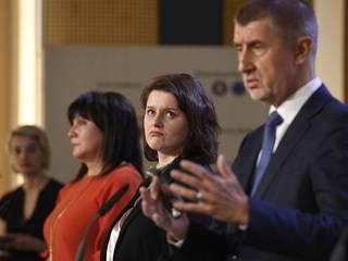 Zatýkání na ministerstvu se týká i zakázky, o níž si dopisoval premiér s Maláčovou ještě na Valentýna