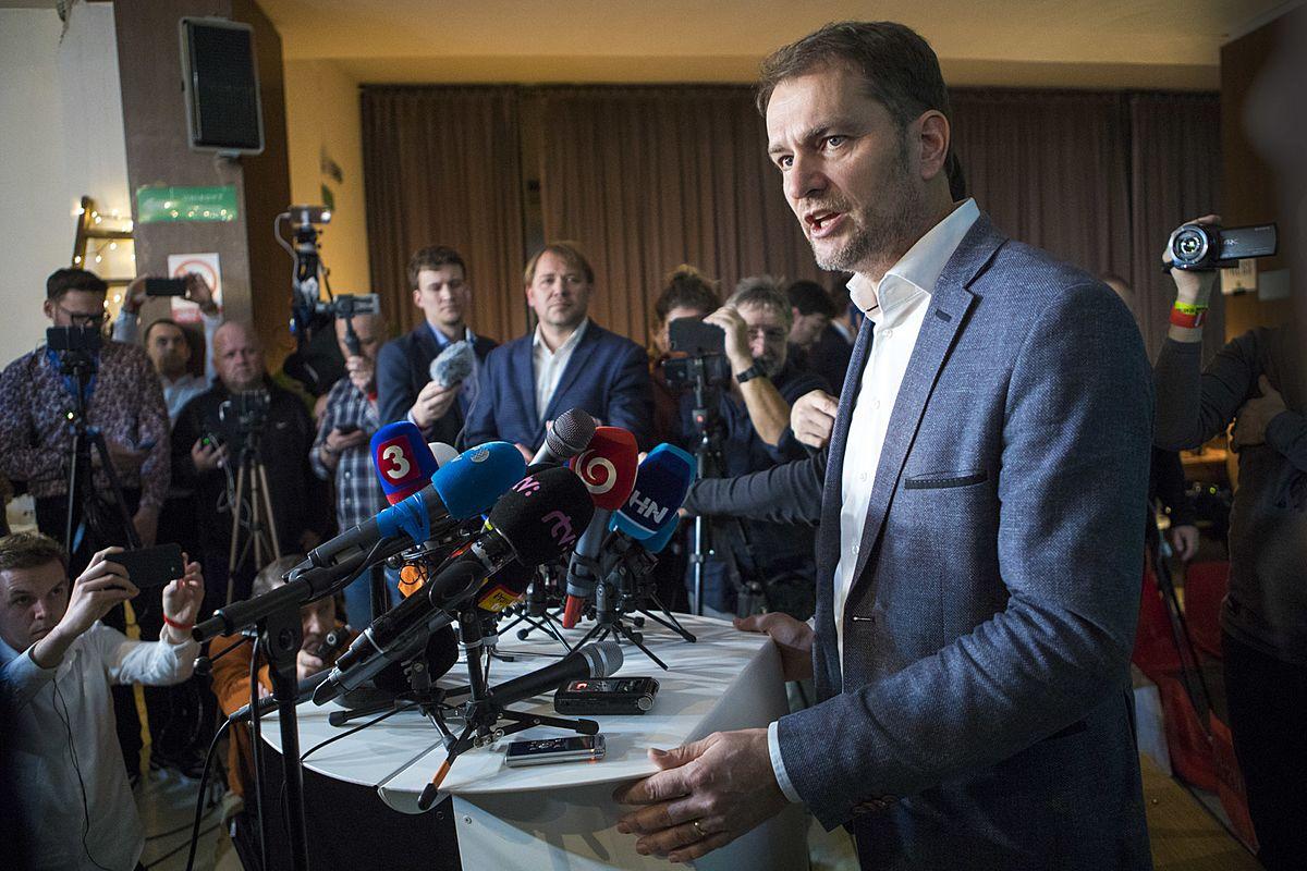 Matovič oznámil, že podá demisi. Vyřeší to krizi? A jak se slovenská situace podobá té české?