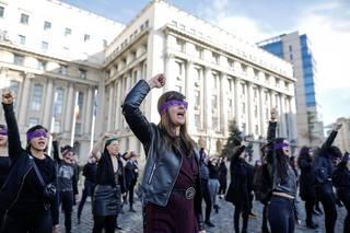 Zabránit americkým úchylkám. Rumunsko schválilo zákon zakazující i debatu o genderu