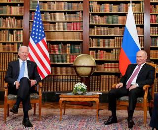 Může to skončit válkou, varuje Biden Rusko a Čínu