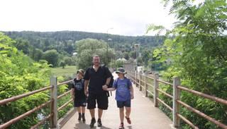 Děti úplňku - Otec dvojčat: Peněz není málo, ale není kde koupit podporu a úlevu