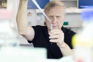 Část lidí je proti covidu imunní, potvrzuje vědec výsledky nových studií