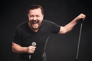 Ricky Gervais a jeho způsob objetí